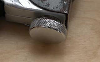 Как правильно заправить степлер скобами
